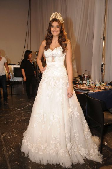 לירז צ'רכי בחרה שמלת כלה